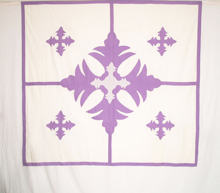 QT200 Lavender & White Hawaiian Style Applique Quilt Top