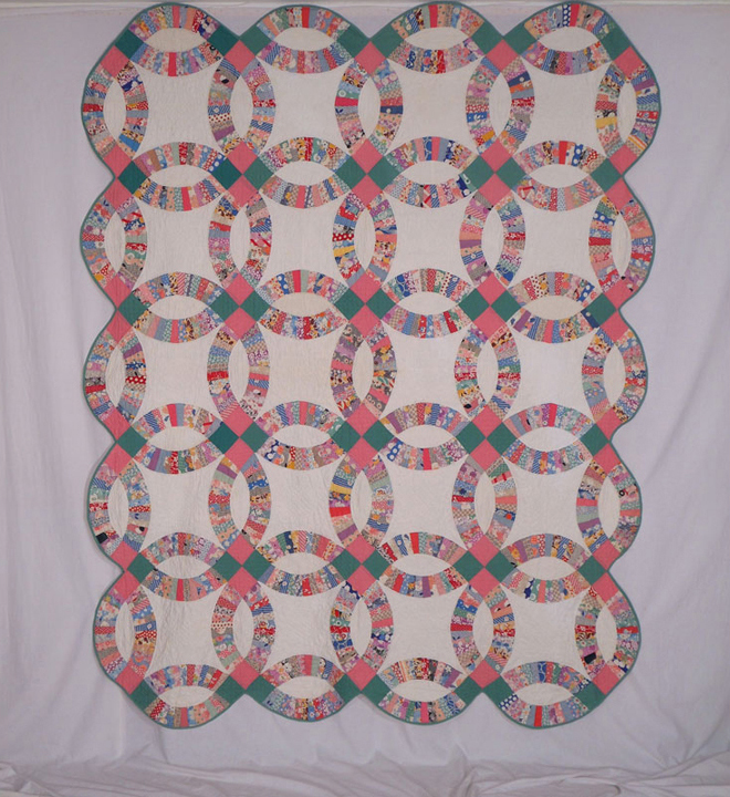 Example of a quilt shown in rotation.