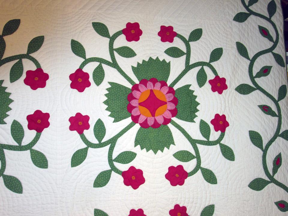 Con mn 1 rose wreath applique