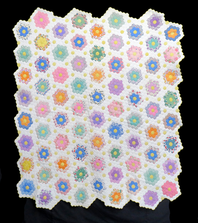 ENGLISH GARDEN IN LAVANDER /& GRAY FLORAL COMBO  4 Inch Quilt Squares